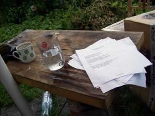 3.8.2009 - jedna ze zkoušek na zahradě. Zrovna nějak lilo